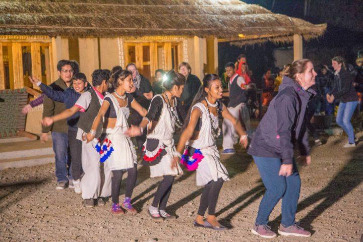 Culturele dans in Barauli Community Homestay
