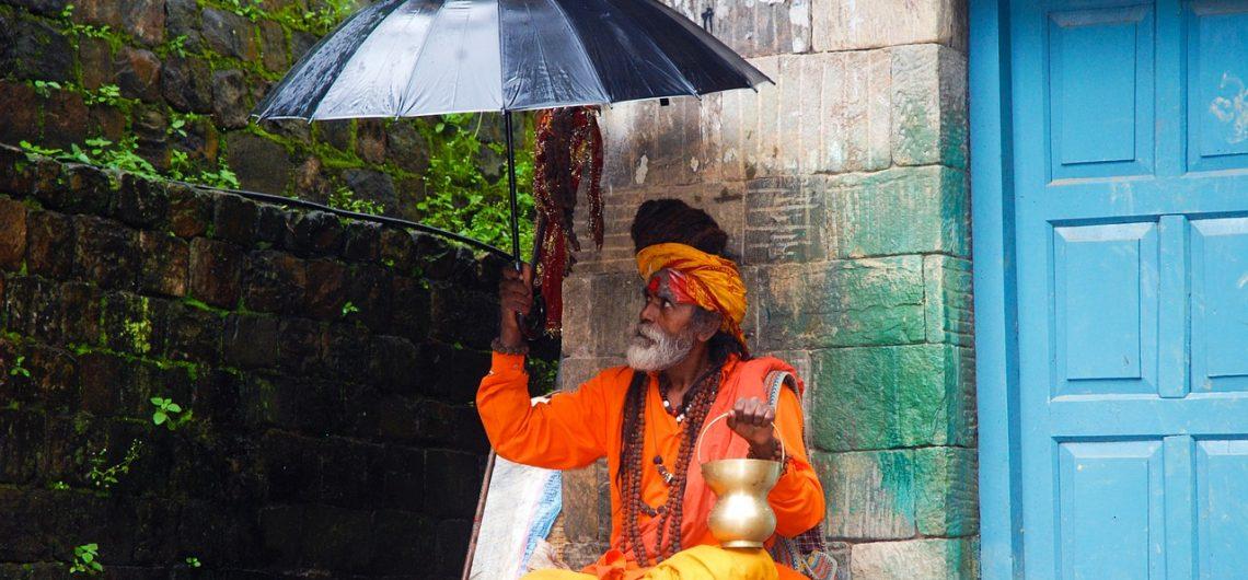 Schuilen voor de regen - Nepal