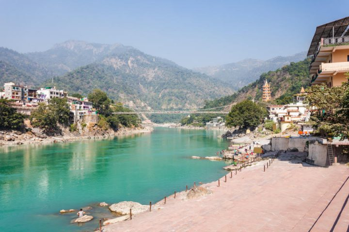 De stad Rishikesh in India