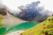 Het gletsjermeer Hemkund in India