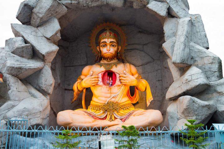 Sculptuur van de Hindoe god Hanuman