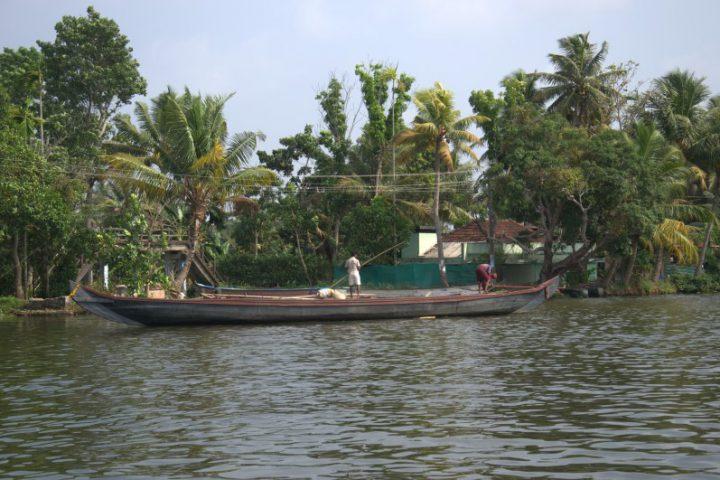 Boten in de backwaters in Kerala