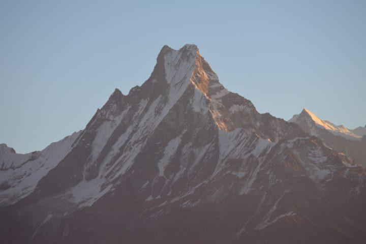 Uitzicht op de heilige berg Machhapuchhre