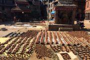 Nepal Bhaktapur Drogende potten op plein