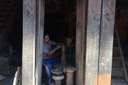 Nepal Bhaktapur Pottenbakker binnen