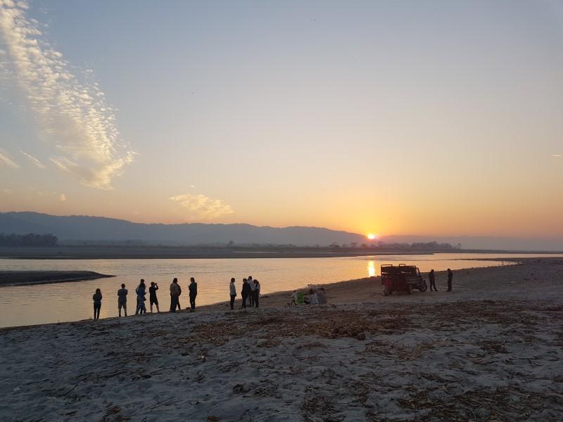 Ondergaande zon in Chitwan Nationaal Park Nepal