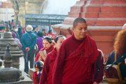 Nepal - Kathmandu - Monnik bij Swayambhunath