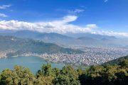Nepal - Pokhara - Uitzicht over het Phewa-meer