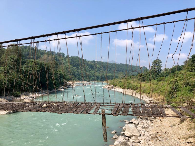 Hangbrug en de Trisuli-rivier