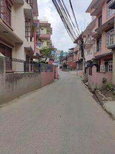 Lege straat in Kathmandu tijdens de lockdown