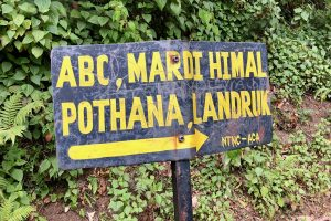 Nepal - trekking - bord richting Pothana