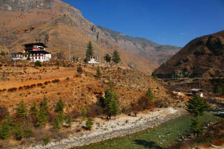 Onderweg tussen Paro en Thimphu