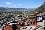 Uitzicht over Shigatse in Tibet