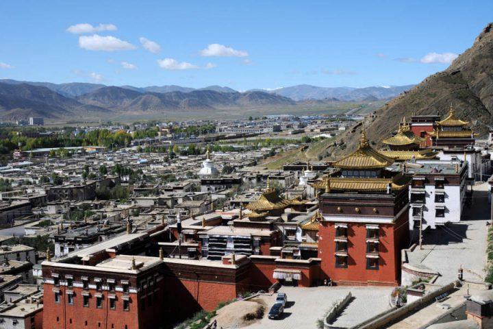 Uitzicht over Shigatse in Tibet