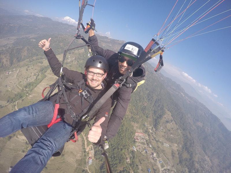Studiereis Nepal - Paragliden Pokhara Helmich