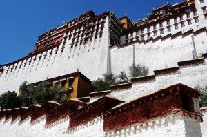 Het Potala paleis in Lhasa, Tibet.
