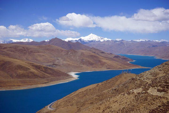 Uitzicht over het Yamdrok meer